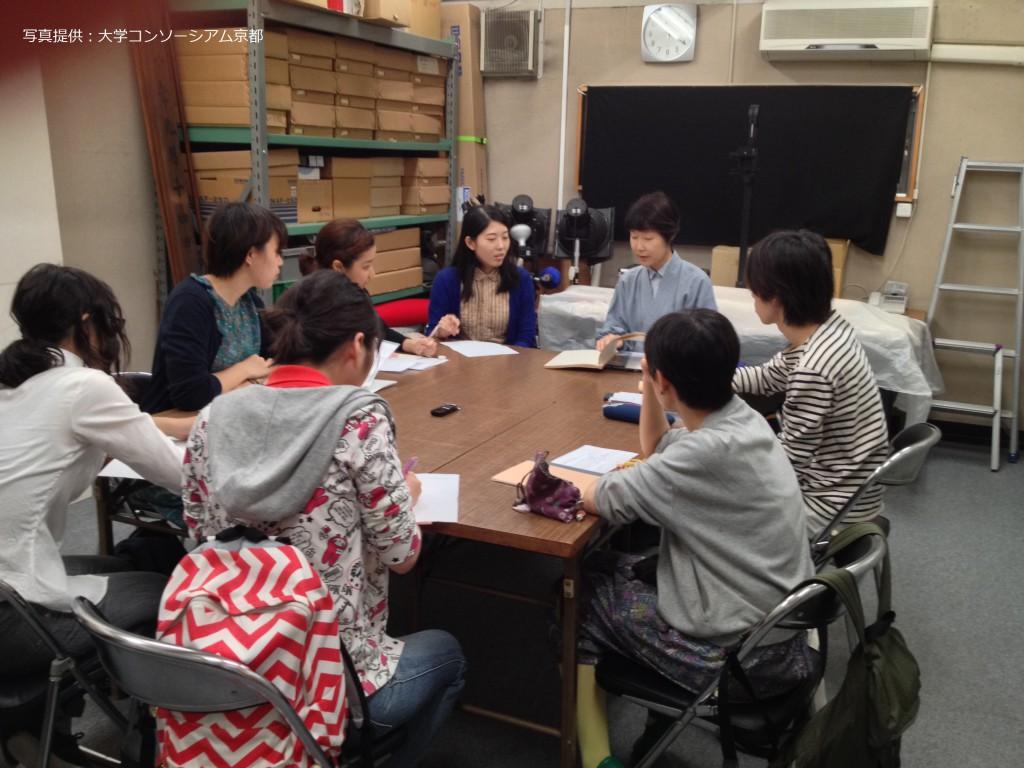 東寺×京都市立芸術大学の単位互換科目で、インタビューを行う様子