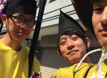 京都の祭礼行事アルバイトで衣装を着た大学生