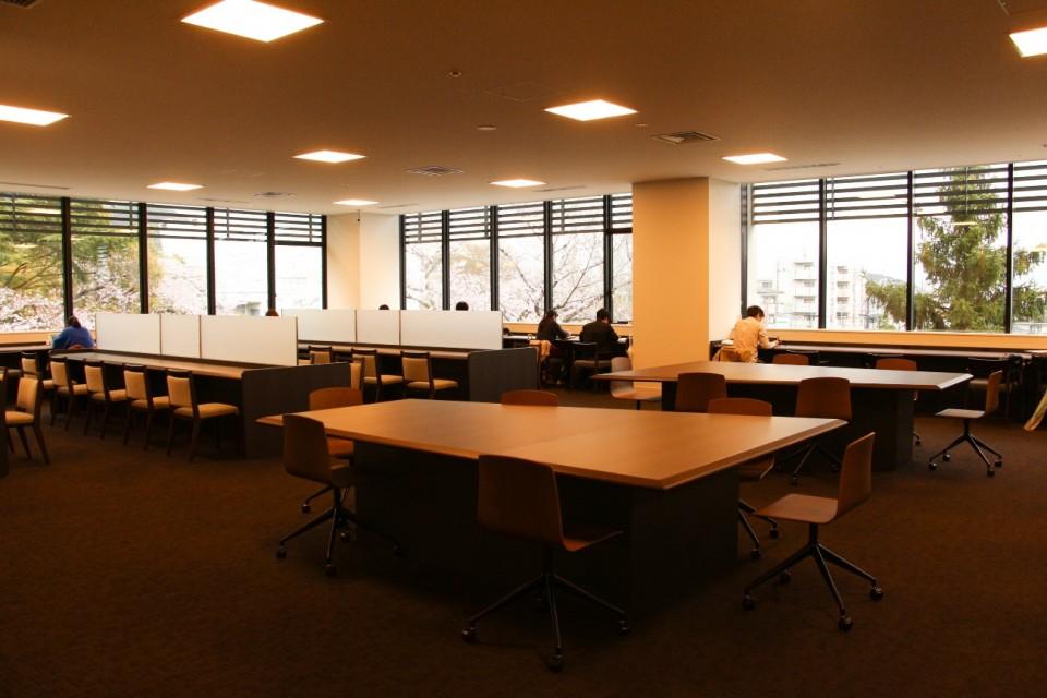 立命館,図書館,平井嘉一郎,閲覧席,椅子,ミーティング,勉強,自習