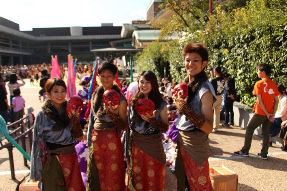 京炎 そでふれ!咲産華(さざんか)のメンバーと衣装