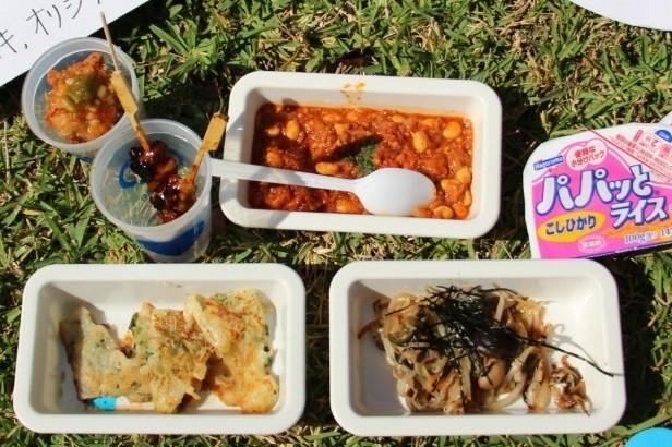 チリコンカン、焼き鳥、油淋鶏、漬け物と野菜炒め、チヂミ