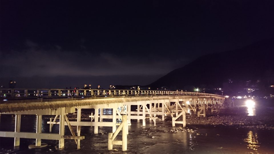 秋のライトアップされた嵐山・渡月橋
