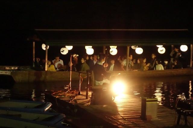 夜舟で音楽を聴ける会場