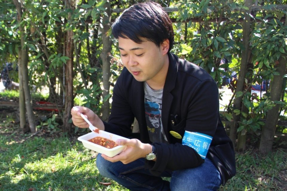 チリコンカンを食べる京都学生広報部編集長