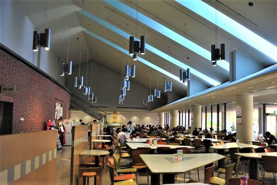 同志社大学京田辺キャンパスの紫苑館食堂