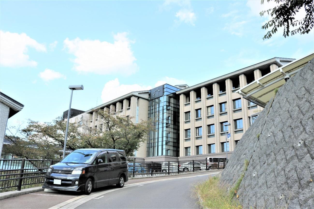 空, 屋外, 建物, 道路 、京都産業大学学内