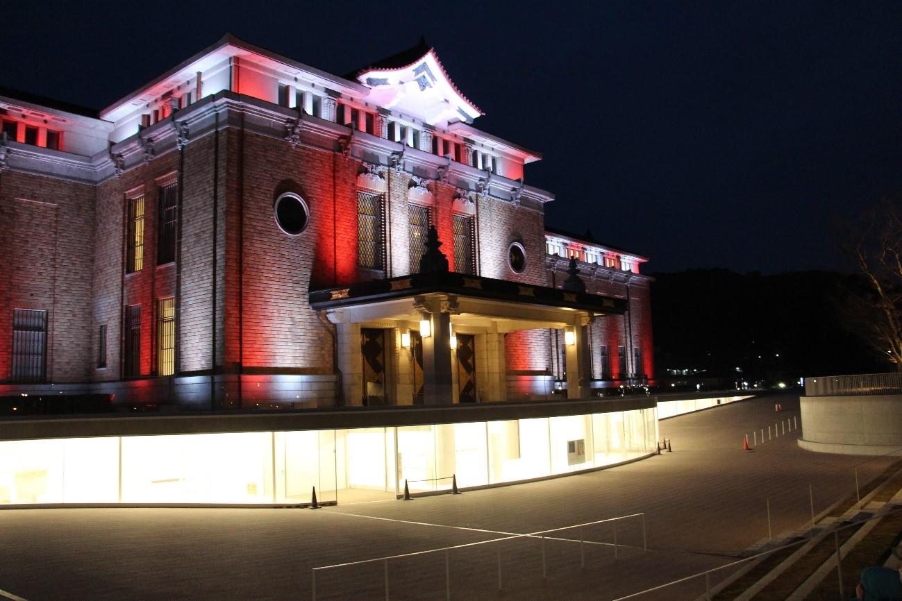 昔×現代!?京都市京セラ美術館を光のアートで彩ってみる